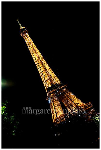 Eiffeltower_atnight
